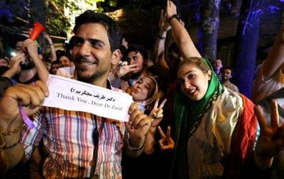 В Иране люди на улицах празднуют отмену санкций