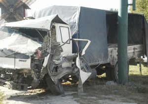 В Киеве грузовик повредил девять автомобилей