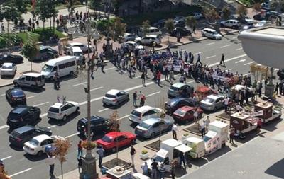 Митингующие перекрыли движение на Крещатике