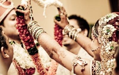 В Индии пара хотела покончить с собой из-за запрета жениться