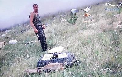Появились первые кадры с сепаратистами на месте сбитого Боинга