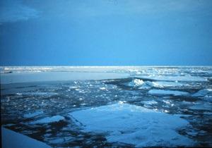Вода ускоряет таяние ледников, направляя солнечные лучи
