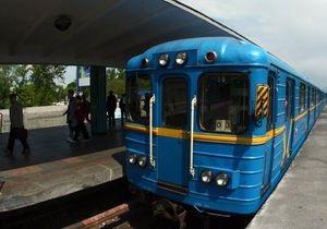 Сегодня на участке красной ветки киевского метро 20 минут не ходили поезда