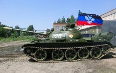 В ДНР заявили об отводе половины техники от передовой