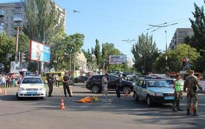 В Николаеве маршрутка сбила двух женщин и ребенка