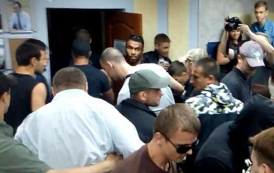 Чемпион Киева по тайскому боксу замечен во время избиения журналиста