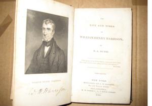 Контрабандист пытался вывезти из Крыма старинные британские книги и предметы искусства