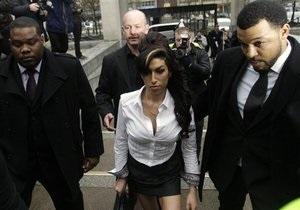 Суд вынес приговор Эми Уайнхаус за дебош в театре