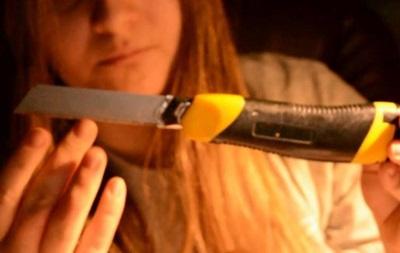 Киевлянка порезала канцелярским ножом трех женщин