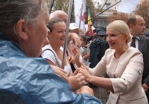 Суд возобновил рассмотрение дела Тимошенко. Экс-премьер опаздывает