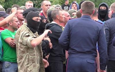 В беспорядках на Ровенщине пострадали два милиционера