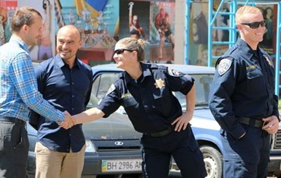 В Харькове будущим полицейским запретили бороду и мини-юбки