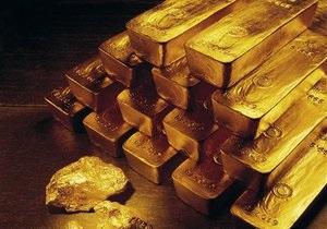 Мировые цены на золото растут из-за ослабления доллара