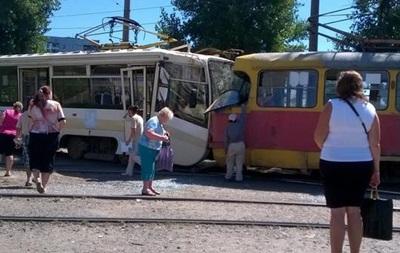 В Харькове столкнулись трамваи: 15 пострадавших