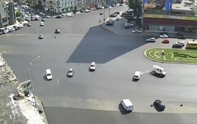 В Сети появилось видео киевской аварии со  скорой