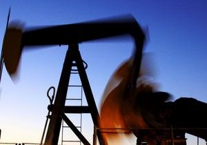 Мировые цены на нефть снизились с максимального уровня за две недели