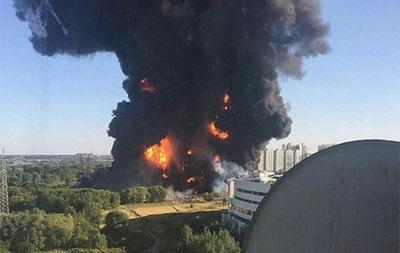 Пожар на нефтепроводе в Москве: трое пострадавших