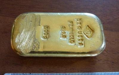 В Германии девушка нашла в озере слиток золота