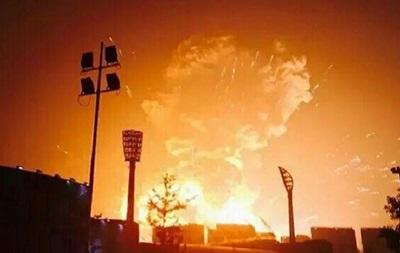 Очевидец снял на видео мощнейший взрыв в китайском Тяньцзынь