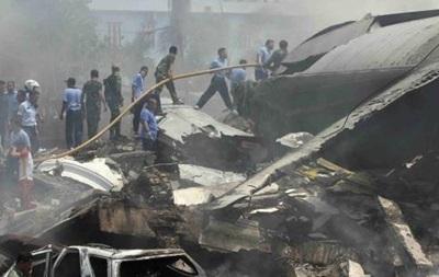 Найден черный ящик разбившегося в Индонезии самолета
