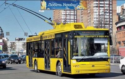 Обстрелянный троллейбус в Киеве