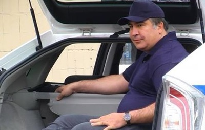 Саакашвили залез в багажник патрульной машины