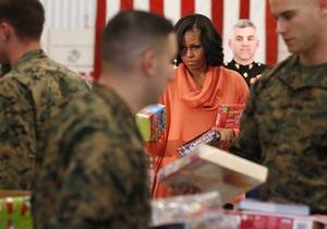 Мишель Обама подготовила рождественские подарки для детей из бедных семей