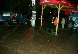 На Николаев обрушился мощный ливень с градом