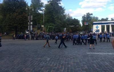 Польские фанаты закидали милицию бутылками возле стадиона Динамо