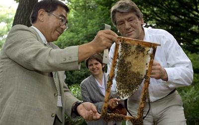 Ющенко поехал в Польшу как главный пчеловод Украины