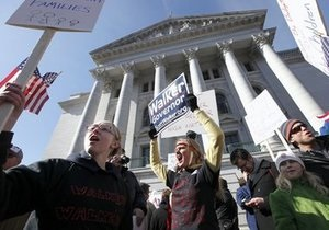 В Висконсине против местных властей бастуют 70 тысяч человек