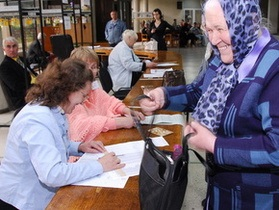 В 104 населенных пунктах Украины сегодня проходят выборы