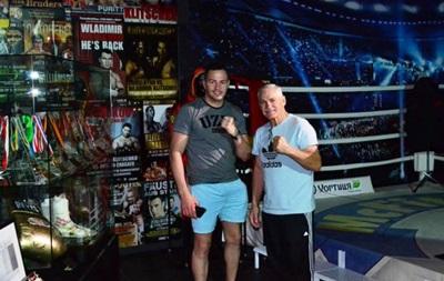 Соперник Усика посетил Музей братьев Кличко