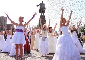 Фотогалерея: Уж замуж невтерпеж. Парад невест в Харькове