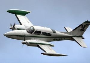 В США легкомоторный самолет разбился, выехав за взлетно-посадочную полосу