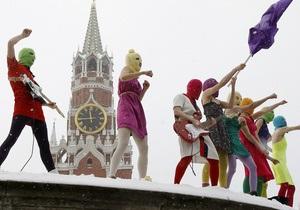Участницы Pussy Riot - Дело Pussy Riot: Толоконникова  не питает иллюзий  насчет условно-досрочного освобождения
