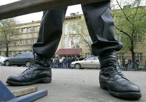 В Москве неизвестные забросали здание ГУВД коктейлями Молотова