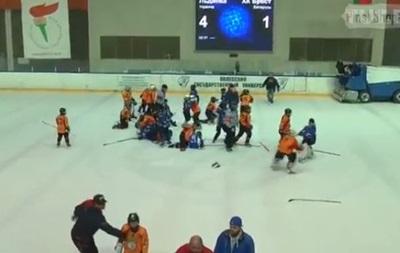 Детская команда по хоккею из Украины подралась с белорусскими сверстниками