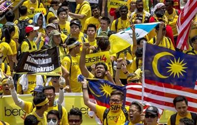 В Малайзии проходят массовые антиправительственные протесты