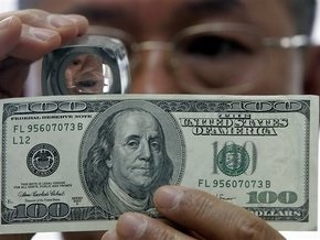 Сегодня доллар на межбанке упал до пяти гривен