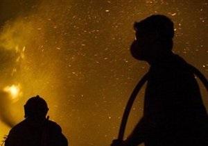 На киевской автобазе взорвался грузовик: сгорели три машины, есть пострадавшие