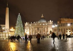 Корреспондент: Зажгли у папы. Главная елка католического Рождества этого года выросла в Карпатах