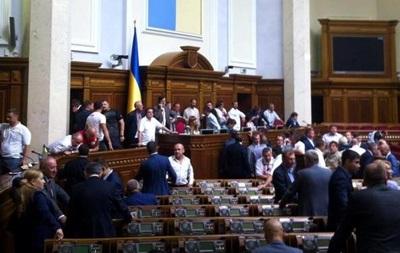 Заседание Рады: радикалы заняли президиум, депутаты БПП - трибуну