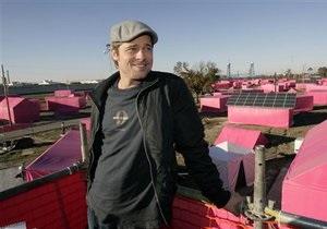 Брэд Питт выпускает коллекцию мебели