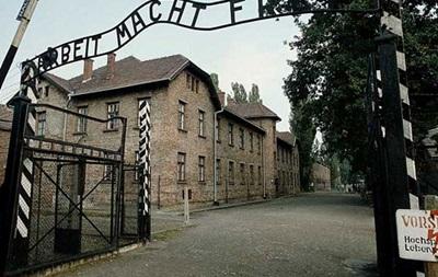 Музей в Освенциме раскритиковали за распылители воды