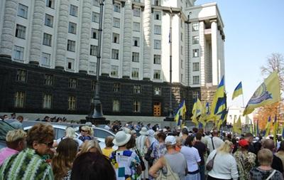 В Киеве под Кабмином требовали отставки Порошенко