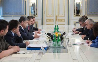 Порошенко обсудил с сенатором США помощь армии