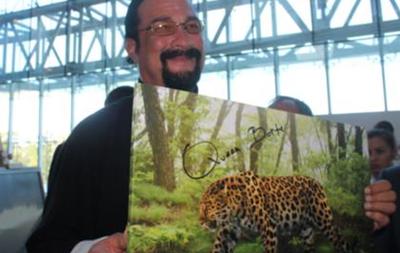 Стивен Сигал назвал своего леопарда именем жены Чингисхана
