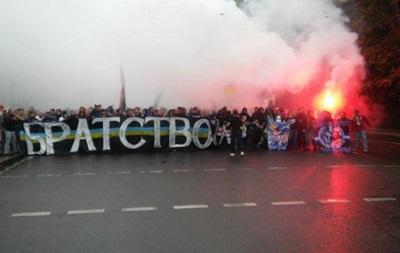 Украинские и белорусские болельщики прошлись совместным маршем до стадиона