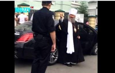 Полиция остановила элитный Mercedes настоятеля Лавры